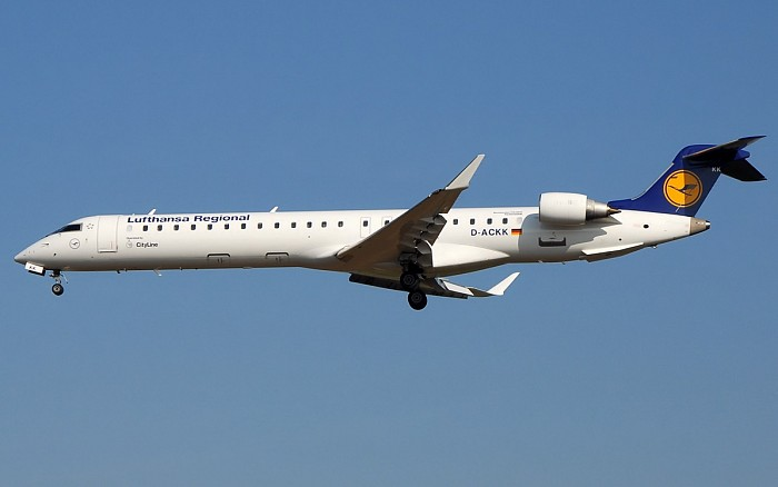 http://www.pasazer.com/img/images/airplane/CRJ900,Lufthansa,FRA.jpg