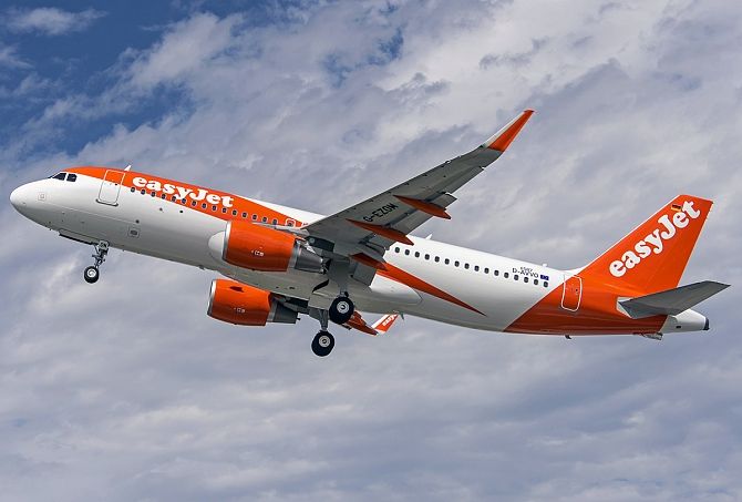 http://www.pasazer.com/img/images/normal/A320_easyJet_new_livery_2015.JPG