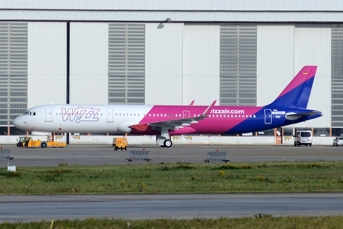 http://www.pasazer.com/img/images/normal/A321,wizzair,xfwspotter.JPG