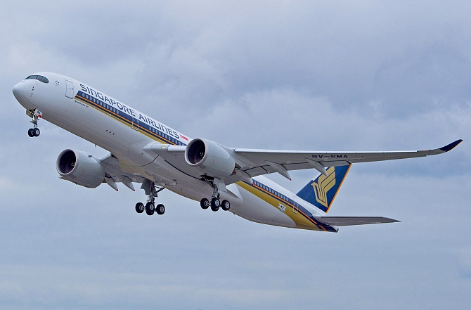 //www.pasazer.com/img/images/normal/A350-900_Singapore_first_2.jpg