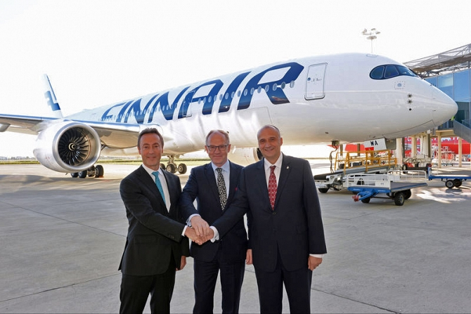 http://www.pasazer.com/img/images/normal/A350_XWB_Finnair_first_delivery_VIPs.jpg