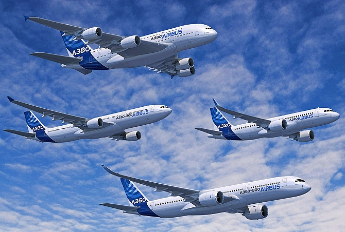 http://www.pasazer.com/img/images/normal/Airbus_formation_flight_A320_A330_A350_XWB_A380.jpg