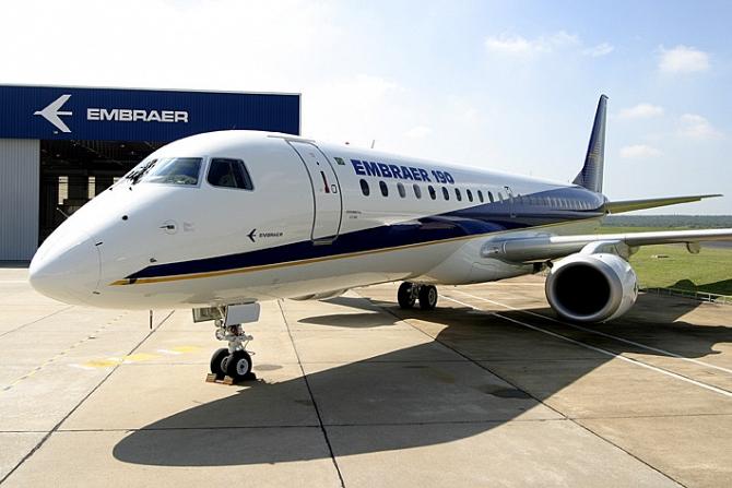 http://www.pasazer.com/img/images/normal/Embraer%20E-190.jpg