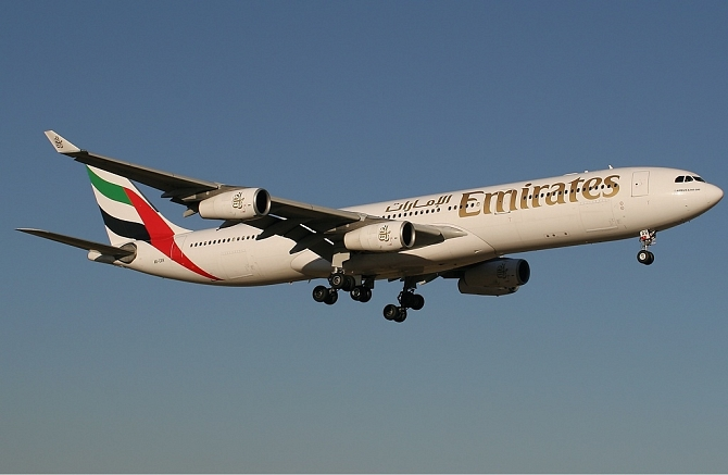 http://www.pasazer.com/img/images/normal/Emirates,airbus,a340-300,media.jpg