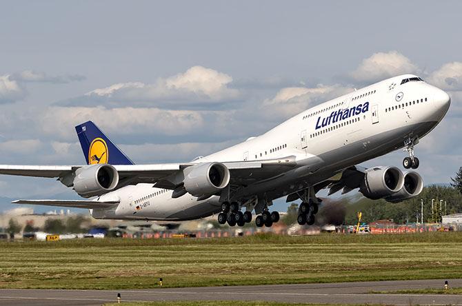 http://www.pasazer.com/img/images/normal/Lufthansa,dabyu,b748,everett.jpg