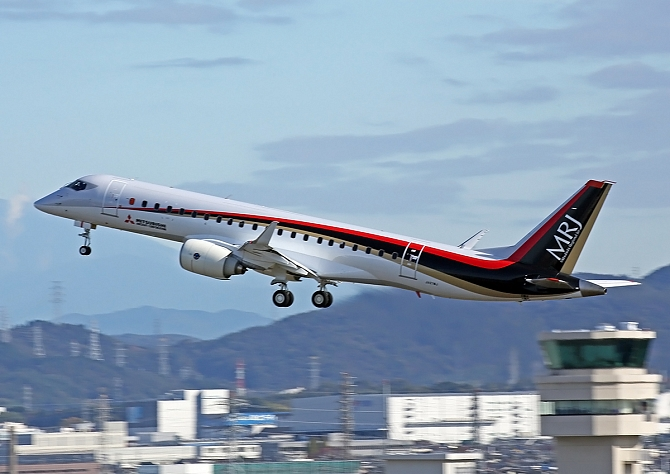 http://www.pasazer.com/img/images/normal/MRJ_First%20Flight_2.JPG