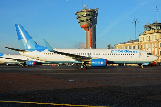 http://www.pasazer.com/img/images/normal/Pobeda_Boeing_737-800_at_SVO.jpg