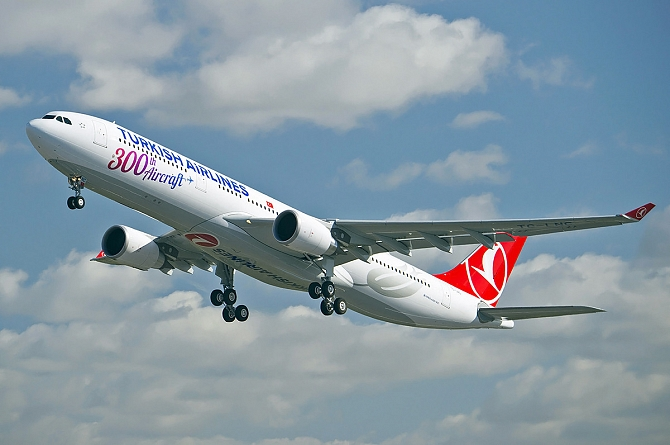 //www.pasazer.com/img/images/normal/Turkish_Airlines_300th_aircraft_2.jpg