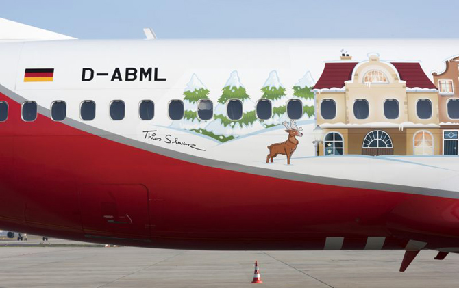//www.pasazer.com/img/images/normal/airberlin,b737,christmas,plane,media%20(4).jpg