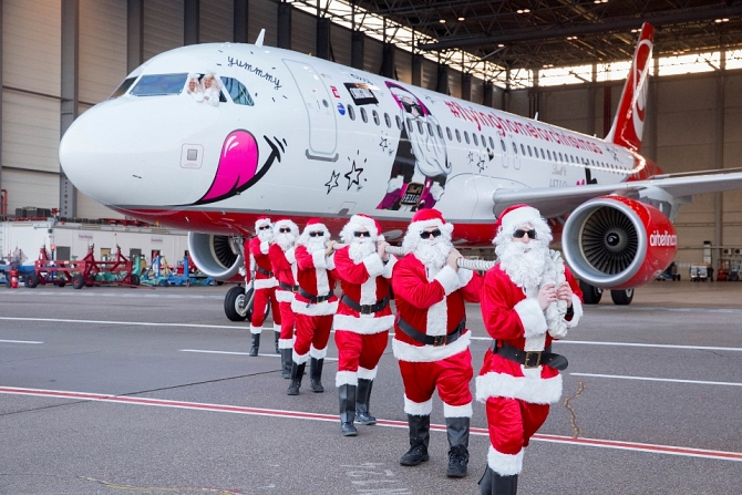 //www.pasazer.com/img/images/normal/airberlin,christmas,a320,media%20(1).jpg