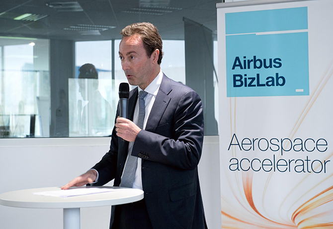 //www.pasazer.com/img/images/normal/airbus,bizlab,media1.jpg