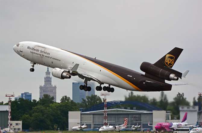 //www.pasazer.com/img/images/normal/cargo,ups,md11,pbozyk.png