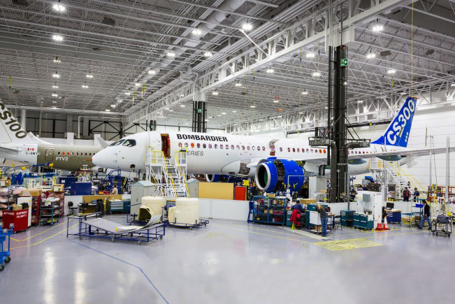 //www.pasazer.com/img/images/normal/cseries,cs300,bombardier,press1.jpg