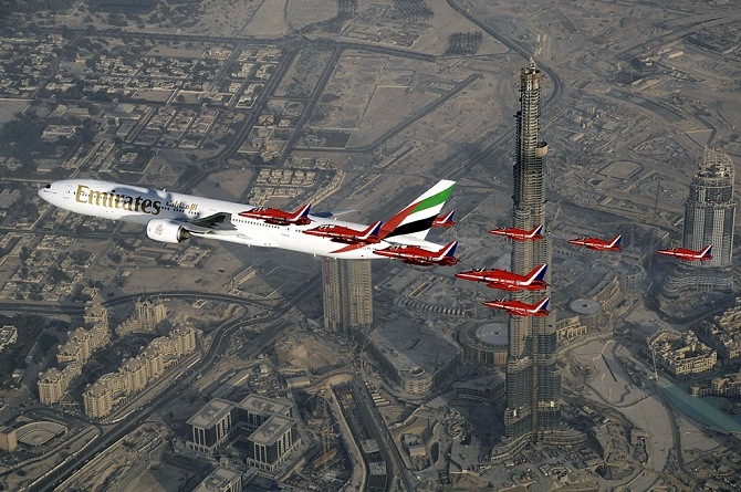 http://www.pasazer.com/img/images/normal/dubai,airshow,media3.jpg