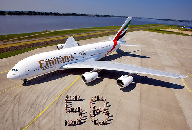 //www.pasazer.com/img/images/normal/emirates,58th,a380,media.jpg