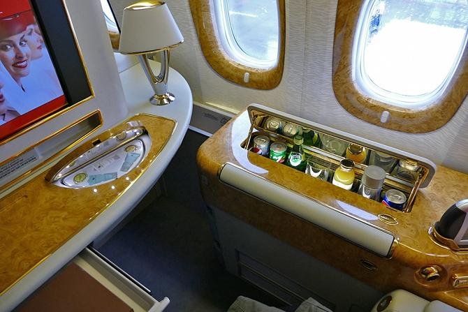 http://www.pasazer.com/img/images/normal/emirates,b777,pbozyk1.jpg