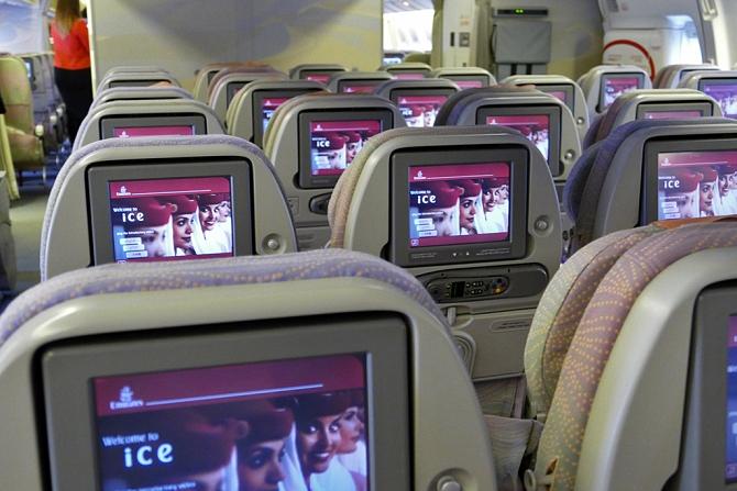 http://www.pasazer.com/img/images/normal/emirates,b777,pbozyk11.jpg