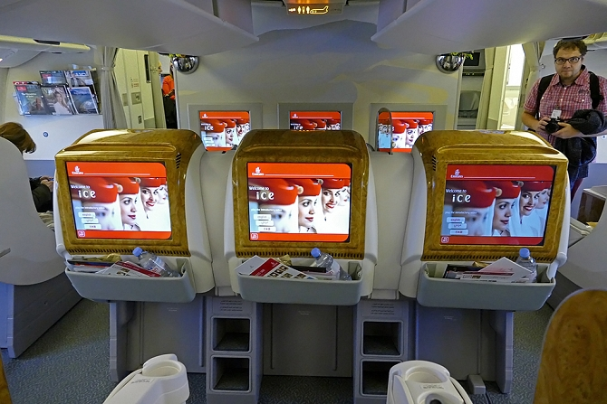 http://www.pasazer.com/img/images/normal/emirates,b777,pbozyk5.jpg