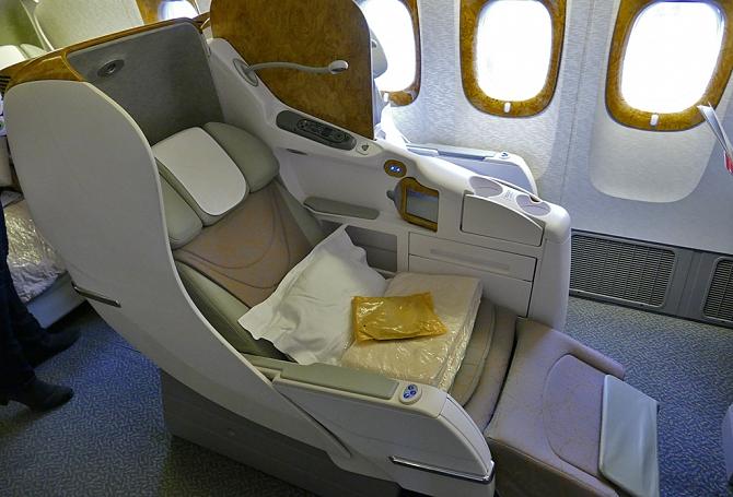 http://www.pasazer.com/img/images/normal/emirates,b777,pbozyk6.jpg