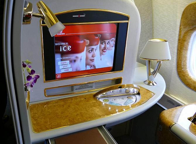 http://www.pasazer.com/img/images/normal/emirates,b777,pbozyk8.jpg