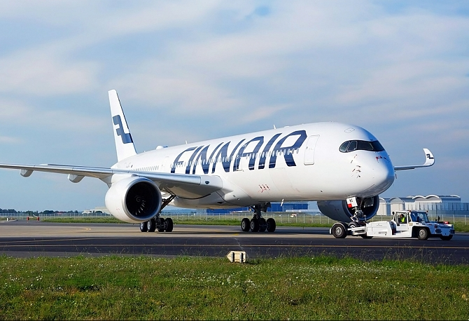 http://www.pasazer.com/img/images/normal/finnair,a350,rollout,airbus.jpg