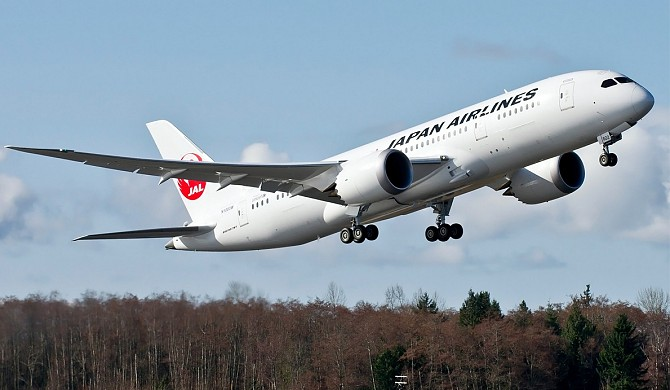 http://www.pasazer.com/img/images/normal/japan,airlines,b787-8,media.jpg