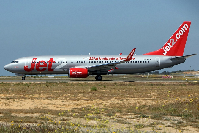 http://www.pasazer.com/img/images/normal/jet2,b737-800,media.JPG