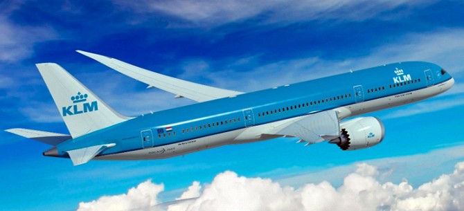 //www.pasazer.com/img/images/normal/klm,b7879,media,boeing.jpg