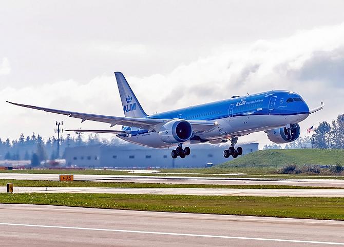 http://www.pasazer.com/img/images/normal/klm,dreamliner,787-9,media.jpg
