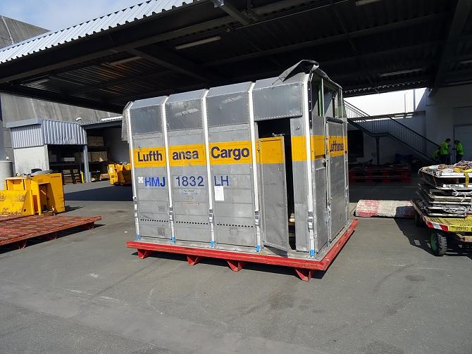 http://www.pasazer.com/img/images/normal/lufthansa,cargo,fra,pbozyk%20(30).jpg