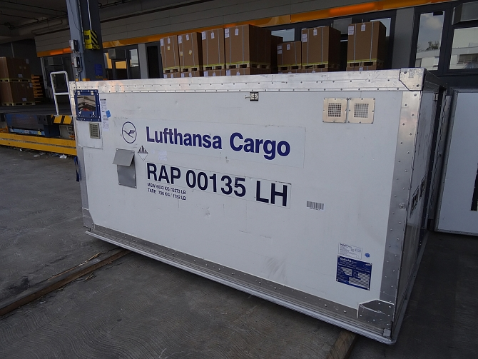http://www.pasazer.com/img/images/normal/lufthansa,cargo,fra,pbozyk%20(47).jpg