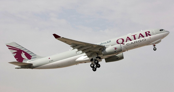 //www.pasazer.com/img/images/normal/qatar,cargo,a330,media.jpg