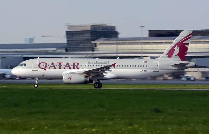 //www.pasazer.com/img/images/normal/qatarairways,a320,waw(pbozyk).jpg