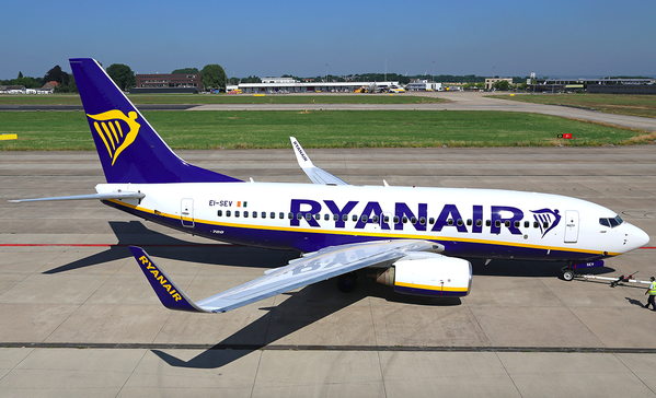 //www.pasazer.com/img/images/normal/ryanair,b737-700,media.png