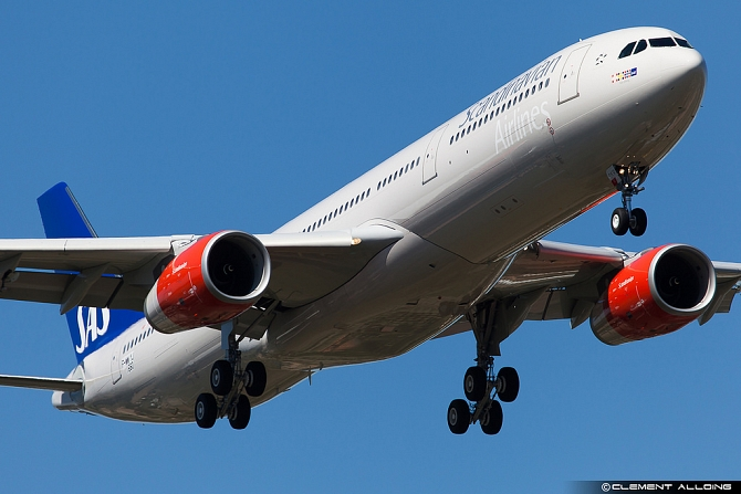 //www.pasazer.com/img/images/normal/sas,a330-300,242t,clement.jpg