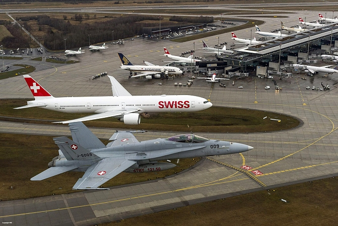 //www.pasazer.com/img/images/normal/swiss,b777,media2.jpg