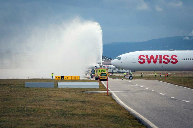 //www.pasazer.com/img/images/normal/swiss,b777,media5.jpg