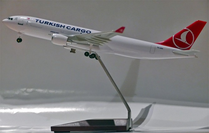 //www.pasazer.com/img/images/normal/turkish,cargo,a330f,model.jpg